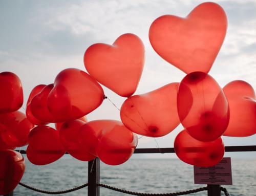 1'000 Luftballone und ein Kerzenmeer