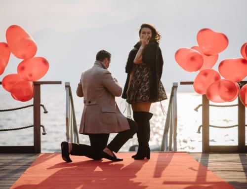 Heiratsantrag mit Luftballons