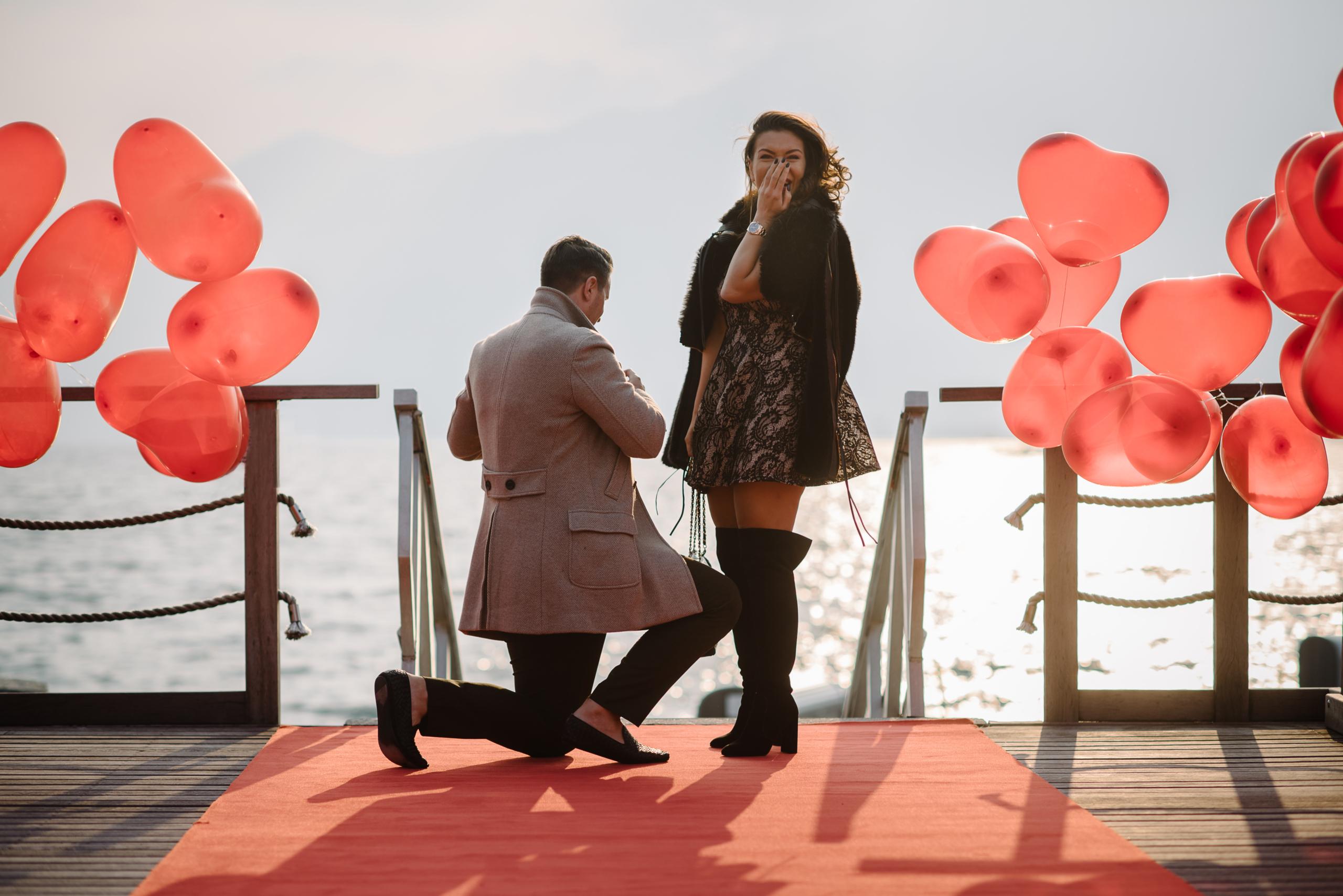 rote Herzen Luftballons Heiratsantrag